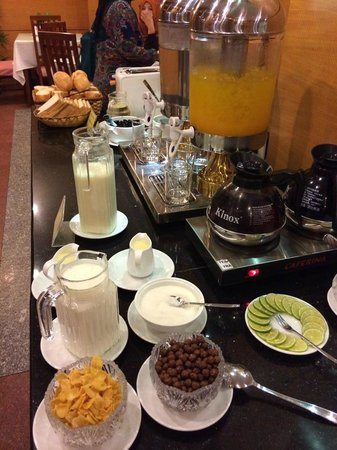 Lan Lan Hotel 2: buffet breakfast