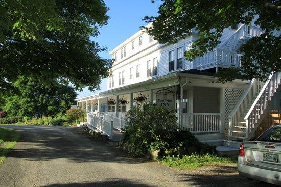 The East Wind Inn: Entrance porch