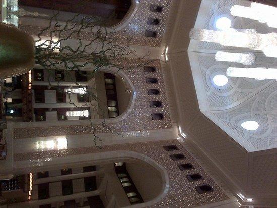 Al Bustan Palace, A Ritz-Carlton Hotel : Un Lobby impressionnant