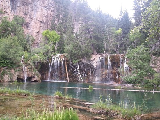 Hanging Lake Trail : Hang out at the top and enjoy the view.