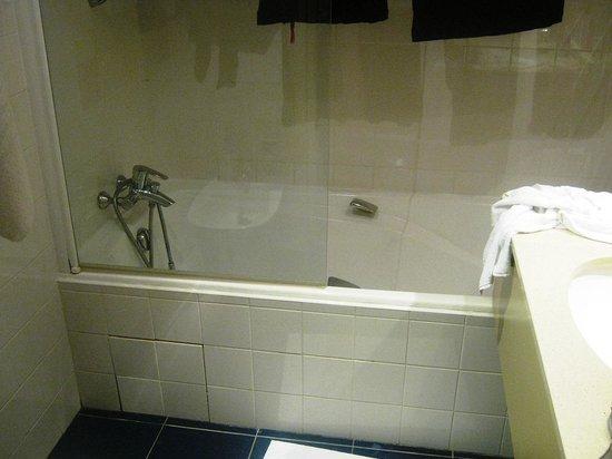 Mercure Nice Centre Notre Dame: salle de bains