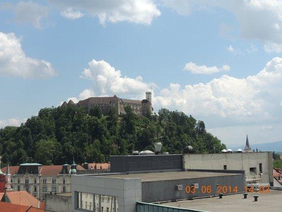 Best Western Premier Hotel Slon: Vista para o castelo