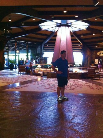Lodge of  Four Seasons: Atrium