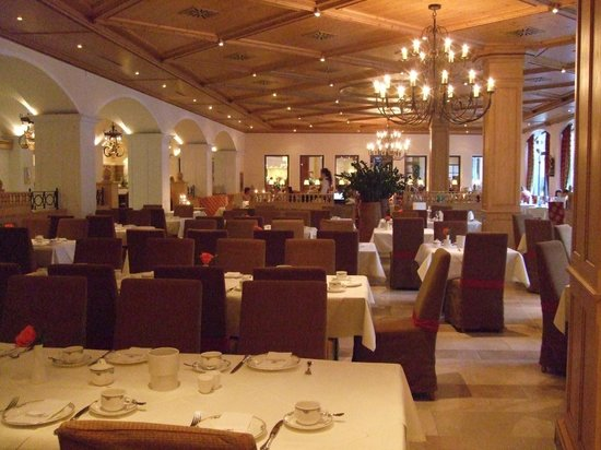 Hotel Edelweiss: Dining Room Shot