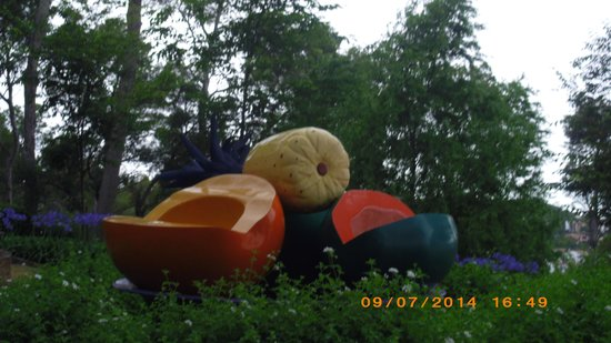 "Jardi Botanic de Cap Roig: Sculpture:""Platon"" d'Ana Mercedes Hoyos?"