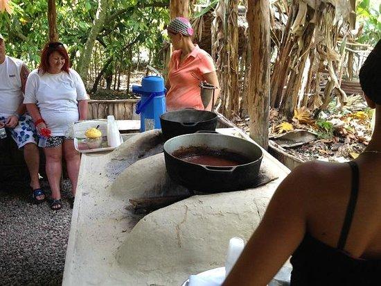 Outback Adventures: Visita a casa rural y preparación de cacao