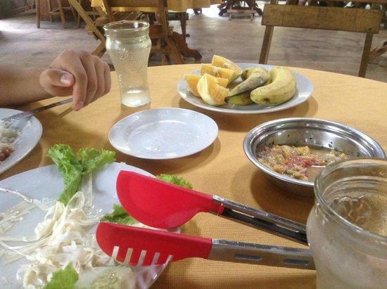 Amazon Eco Tours & Lodge: Comiendo en el hospedaje