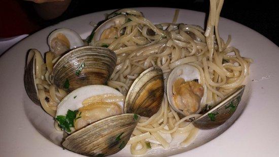 Mamma Francesca Trattoria: linguini with clams (which were gritty).