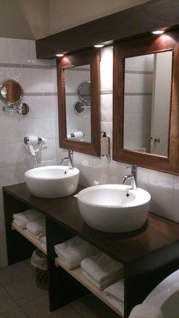 Citotel des Messageries: ...et la salle de bain...