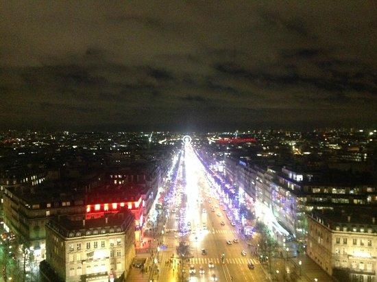 Champs-Élysées : Champs Elysees vista do Arc de Triomphe