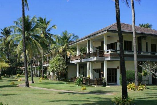 Sunny Paradise Resort: Das Haupthaus - aber es gibt noch knufflige Bungalows