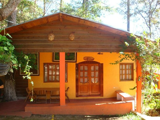 Santa Lucia, Honduras: una cabaña que esta enfrente