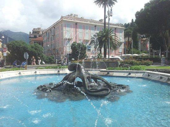 Hotel San Desiderio: La fontana di Rapallo