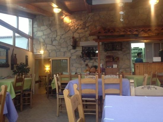 Elia Traditional Cretan Taverna : inside
