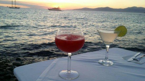 Mykonos Star: Mykonos port cocktails by the sea