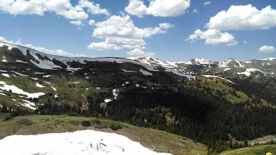 Loveland Ski Area: Loveland pass. What a beautiful view!