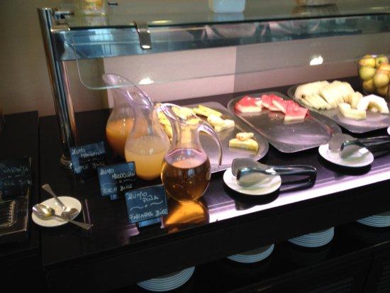 Hotel Diagonal Plaza: buffet du petit-déjeuner : fruits frais