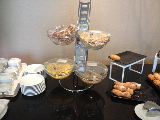 Hotel Diagonal Plaza: buffet du petit-déjeuner : céréales