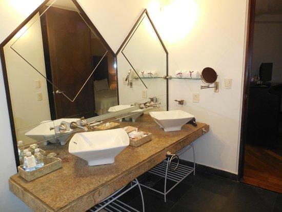 Hotel Santa Rita: Vista del baño