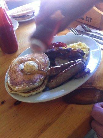 Flapjack's Pancake House: Hungry like a BEAR plate!
