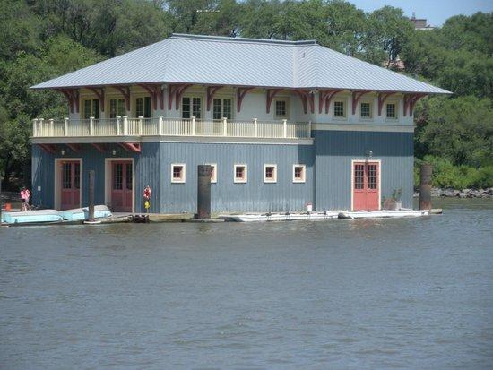 AIA-NY Boat Tour: Boathouse on East/Harlem River