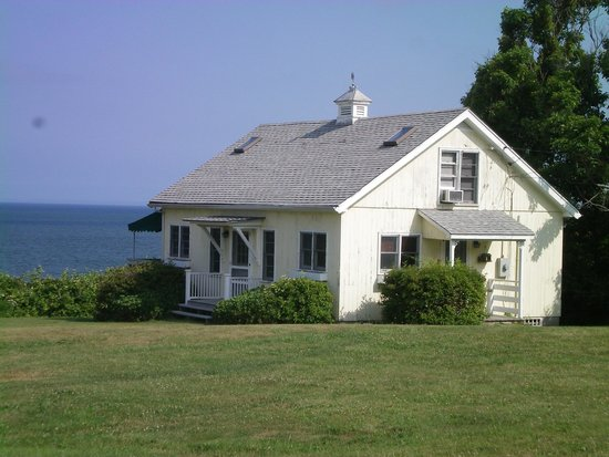 Sunset Motel: A cottage by the sea