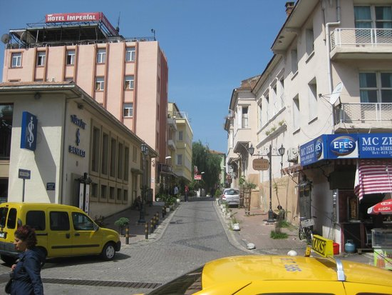 Hotel Baylan : Street from station to hotel