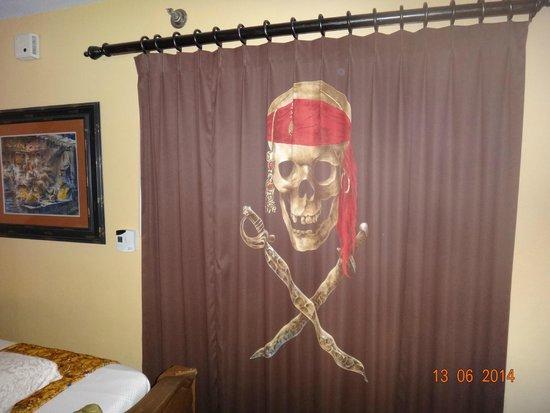 Disney S Caribbean Beach Resort Quarto Tematico Piratas