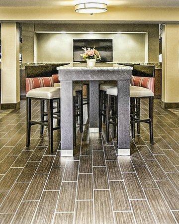 Comfort Inn St Louis - Westport: Communal Seating Area