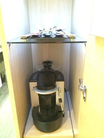 Sofitel Luxembourg Le Grand Ducal: Capsulas para hacer café en la habitación