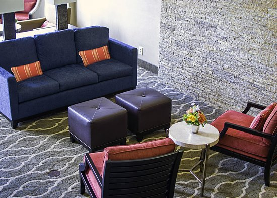Comfort Inn Westport: Lobby Seating Area