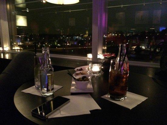 Sofitel Luxembourg Le Grand Ducal: El bar del último piso