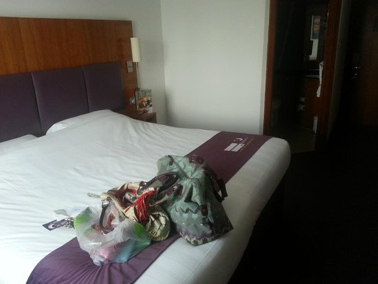 Premier Inn Leeds City West Hotel: .. That is actually 2 singles clipped together