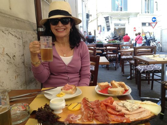 Lowenhaus: Debbie and I loved the beer and lunch platter.