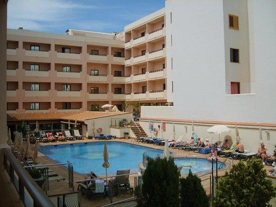 Invisa Hotel La Cala: Pool view