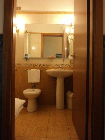 Hotel Principe Napolit'amo : Baño