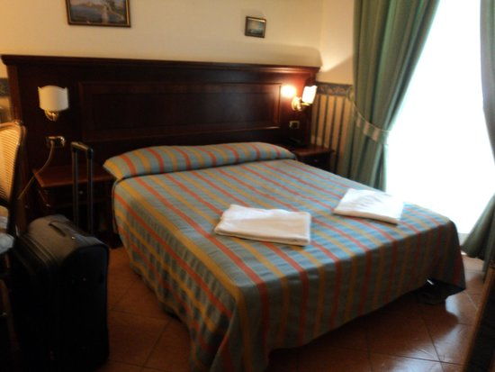 Hotel Principe Napolit'amo: Cama