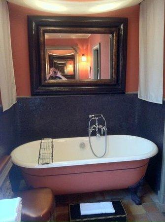 Relais & Châteaux Michel Trama : salle de bain suite 7