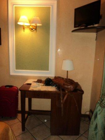 Montreal Hotel: Habitación