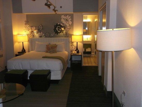 Stewart Hotel: bedroom and bathroom