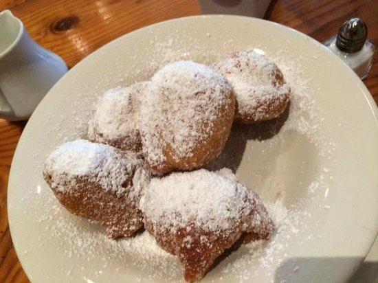 Rue Cler Restaurant: delicious beignets!