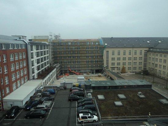 Leonardo Hotel Berlin: Vista Quarto