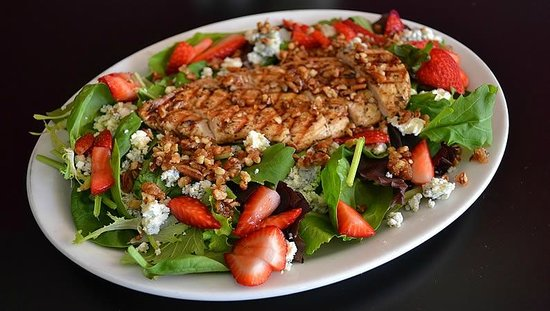The Green Room Cafe And Coffee House: California Salad with grilled chicken, strawberries and blue cheese