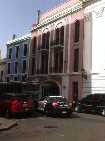 Hotel Plaza De Armas Old San Juan: Facade of Hotel Plaza de Armas