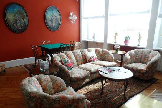 Hotel Beau Rivage : Uno dei salottini dell'albergo