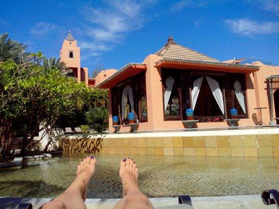 La Palmeraie Boutique Hotel: Vue de la terrasse de la piscine sur le bar