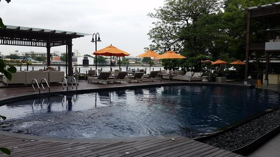 Riva Surya Bangkok : pool/river side