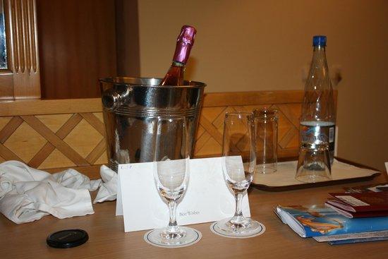 Amathus Beach Hotel Rhodes : нас встретили =)