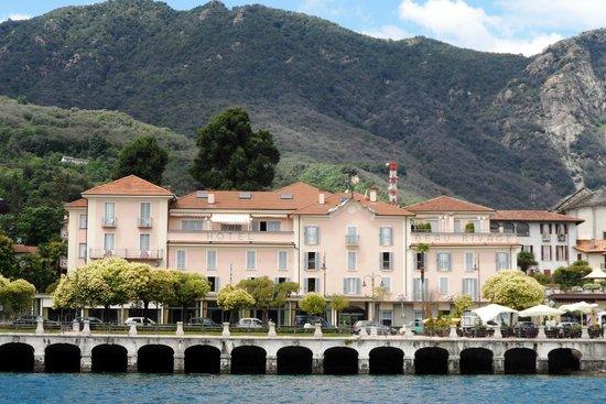 Hotel Beau Rivage : Vista del Beau Revage dal lago