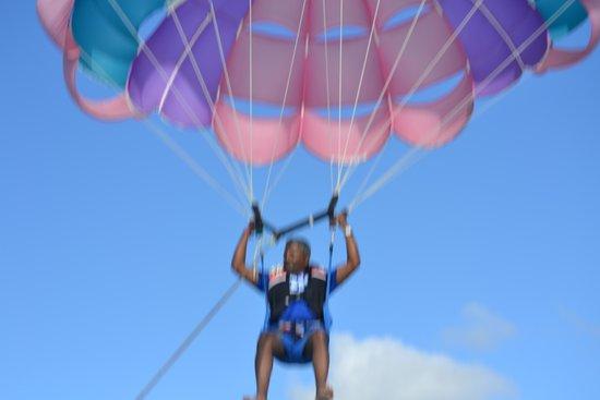Canonnier Beachcomber Golf Resort & Spa: paragliding